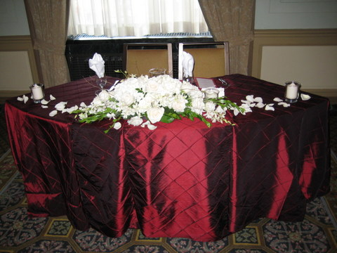 white-bride-groom-table