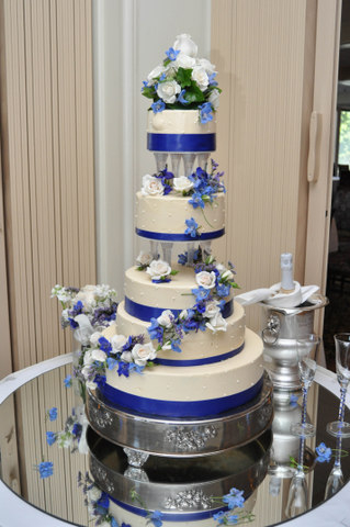 blue-white-cake